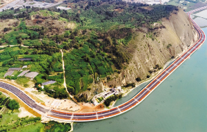 环湖南路提升改造工程晋宁段古城特大桥美景。宋光绪摄