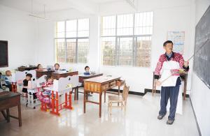 王老师的一节课要分别给三个年级的孩子上。