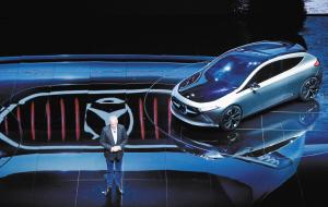 9月12日,在德国法兰克福国际车展媒体预展上,梅赛德斯-奔驰EQA全电动概念车全球首发。 新华社