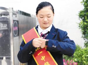 学校免费提供给学生的穿戴设备。