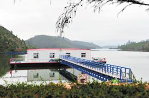 昆明最大浮船取水项目落户晋宁区双龙水厂。 记者刘凯达摄