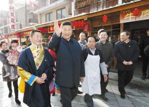 2月12日上午,中共中央总书记、国家主席、中央军委主席习近平在阿坝藏族羌族自治州汶川县映秀镇场镇考察。  新华社