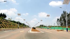 园区路网建设不断完善。  本组图片记者缪亚平摄