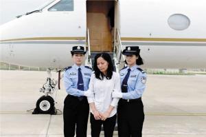 许超凡妻子邝婉芳2015年已经被遣返回国。     中央纪委国家监委网站