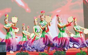 广场舞大赛 刮起最炫民族风