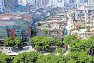 文明街历史文化街区。 记者赵伟摄