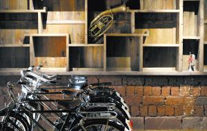 曾经属于财富象征的交通工具——自行车。