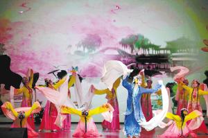 精彩的演出为观众带来一场高水平的视听盛宴。  记者杨艳辉摄