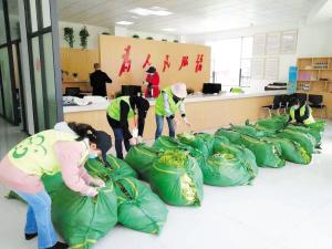 爱心蔬菜送到红云社区。  受访者供图