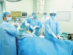 守护健康,援鄂医疗队在行动。