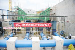 """应急工程通水后每天将有30万立方米原水为昆明""""解渴""""。 记者赵伟摄"""