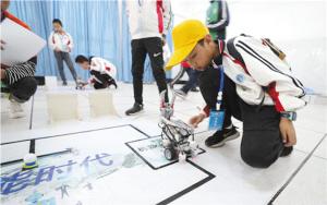 小学生参加机器人竞赛。记者李海曦摄   本版图片除署名外由市科协提供