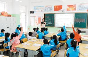 昆明行知中学课堂。记者周密摄